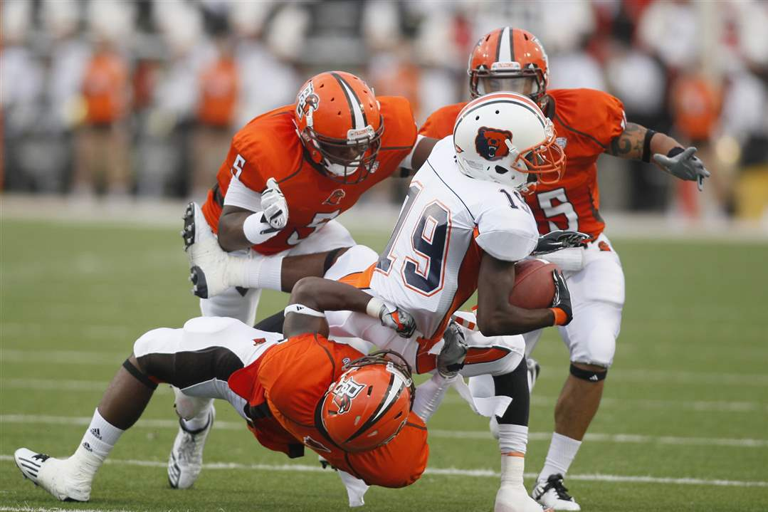 BG-Jerry-Gates-tackles-Morgan-State-Chris-Flowers