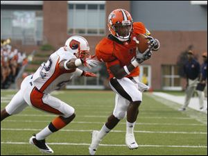 Bowling Green's Eugene Cooper catches a touchdown pass from quarterback Matt Schilz, in front of Morgan State's Paul Eatman (42) during the first quarter.