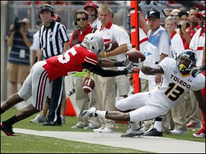 Toledo receiver Cordale Scott (13) tries to make a catch as Ohio State cornerback Bradley Roby (25) defends.