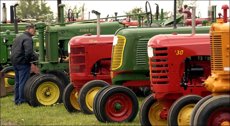 Tractor Parade Seat : Antique tractors to be spotlighted in adrian toledo blade