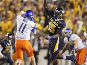 Boise State quarterback Kellen Moore throws over Toledo's Jayrone Elliott. The Broncos stretched their lead to 27-9 at the 6:30 mark of the third quarter.