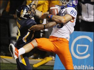 Boise State receiver Tyler Shoemaker makes a touchdown catch over Toledo cornerback Anthony Washington during the second quarter.