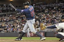 Jim-Thome-powers-indians-past-Twins