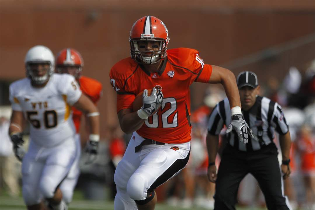 Alex-Bayer-rushes-for-Bowling-Green
