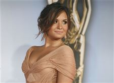 Demi-Lovato-treatment-thanks-her-fan-base