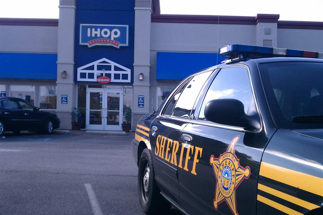IHOP-Airport-sheriff-cruiser