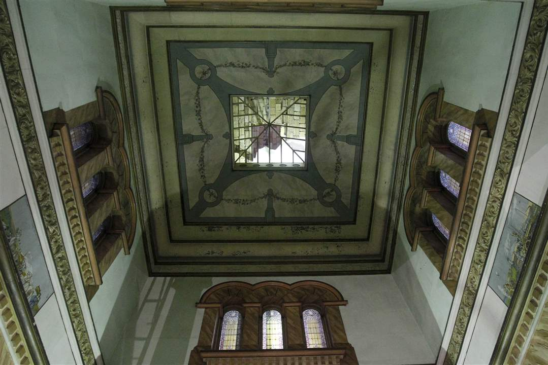 Looking-up-into-the-tower-of-the-Auglaize-County-courthouse