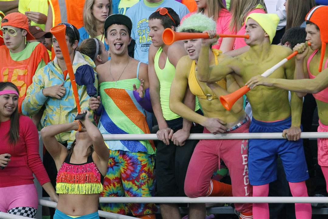 Southview-Maumee-Cougar-fans