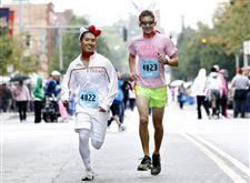 Guys-dress-up-funny-Albert-Liu-Ethan-Miller-in-Komen-Race