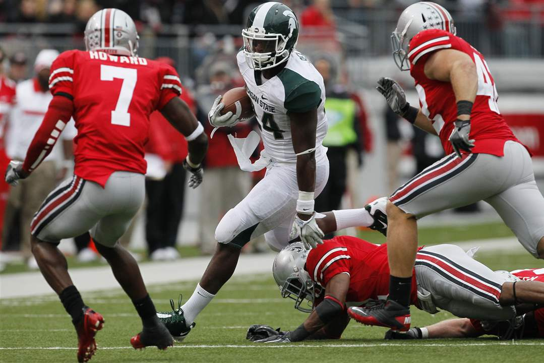 Michigan-State-RB-Le-Veon-Bell-rushes-past-OSU-defense