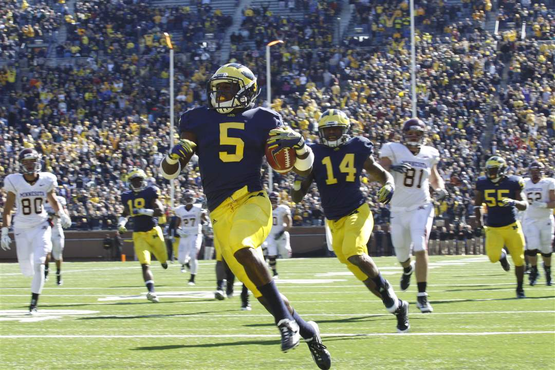 Michigan-player-Courtney-Average-returns-a-fumble-for-a-TD