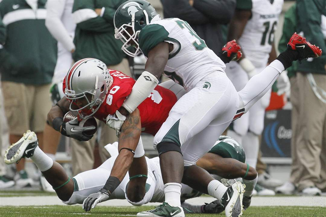 Ohio-State-WR-Chris-Fields-is-tackled