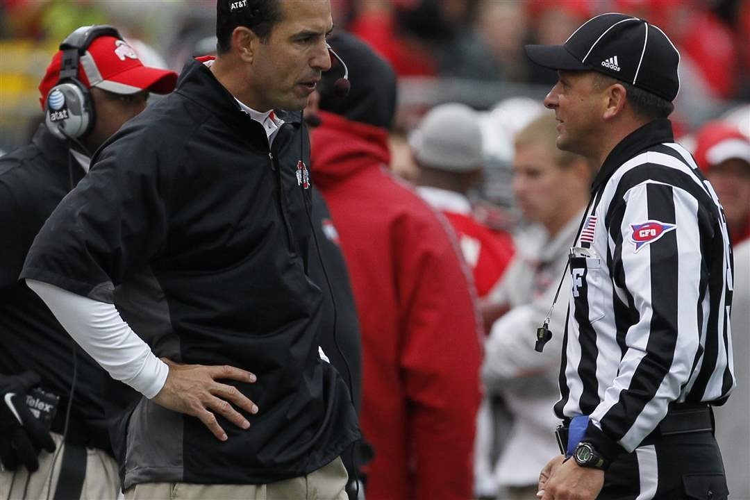 Ohio-State-coach-Luke-Fickell-argues-a-call
