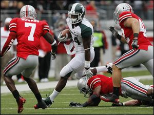 Michigan State RB Le'Veon Bell (24) runs the ball against Ohio State during the fourth quarter Saturday.