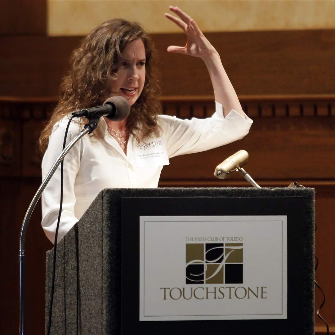 Amy-Braunschweiger-of-Human-Rights-Watch-is-the-keynote-speaker-at-the-Toledo-Press-Club-s-Touchstone-Awards