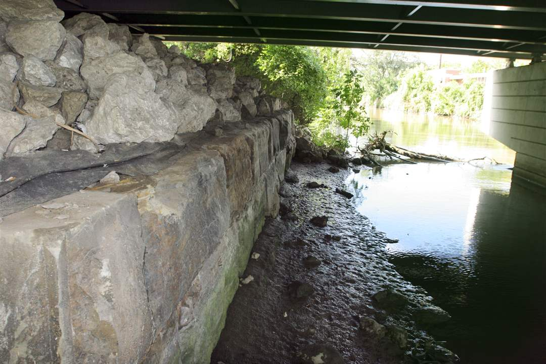 Mag-Erie-Street-bridge-foundation
