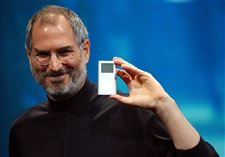 Steve-Jobs-iPod-mini-expo