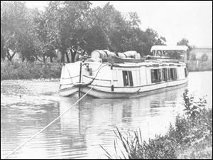 The Tuttle canal boat travels down the Miami & Erie Canal, July 15, 1898.