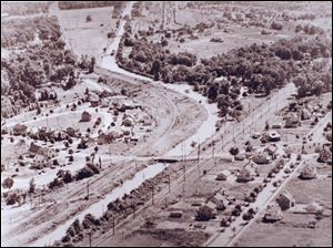 At the Glendale intersection, the Anthony Wayne Trail follows the s-curve of the former canal, seen here in a photo from 1929.