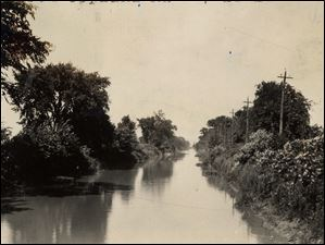 Looking north on the canal from Copland Road, July 28, 1928.