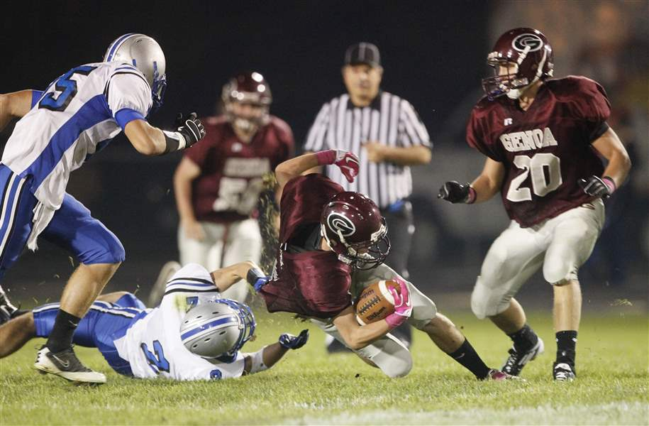 genoa-tackle-elmwood