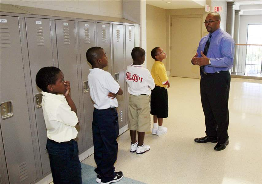 Principal-Anthony-Bronaugh-stops-to-compliment-students