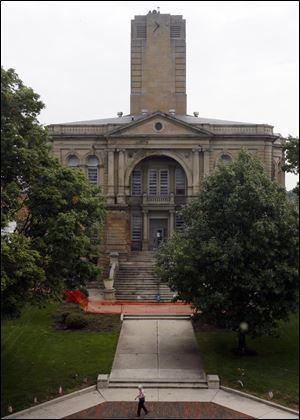 The battle to save the Seneca County Courthouse has not ended as advocates from across the state pleaded with county commissioners to take demolition off the table.