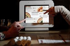 Restaurants-try-devices-that-can-do-staff-s-work-2