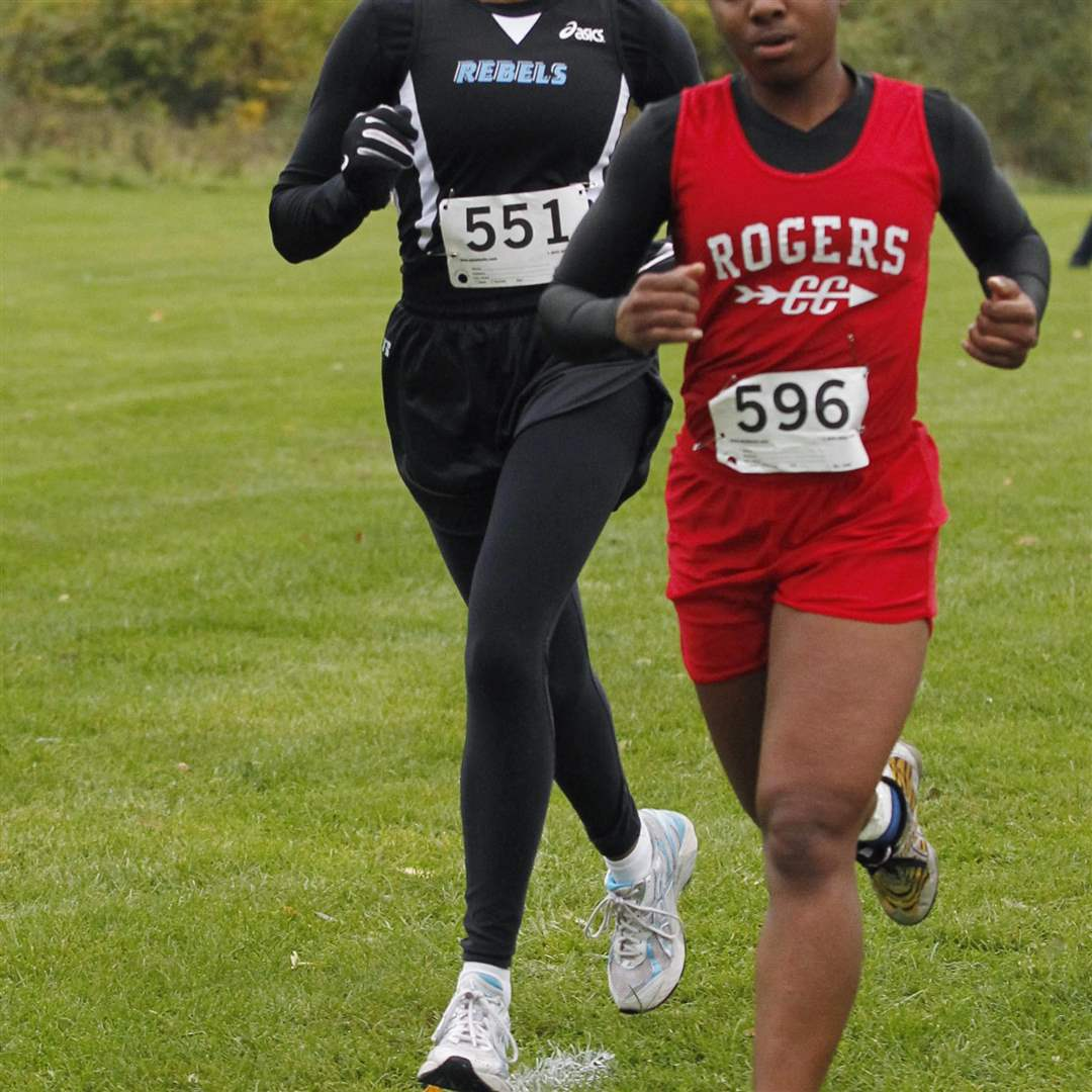Bowsher-s-Ashley-Parks-stays-on-the-heels-of-eventual-champion-Treasure-Jacobs-of-Rogers