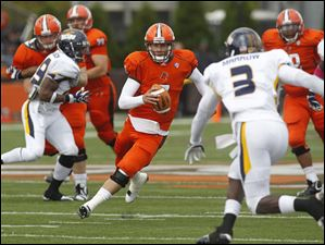 Bowling Green quarterback Matt Schilz scrambles for a first down against Toledo's Desmond Marrow (3) during the second quarter.