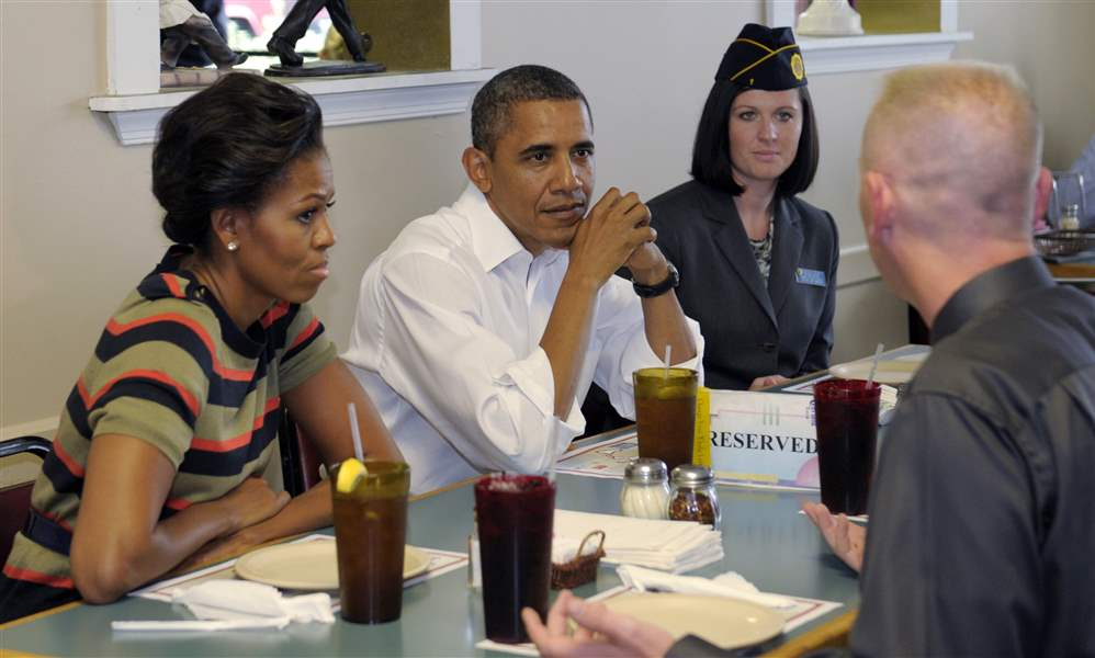 Obamas-veterans-pizza-lunch