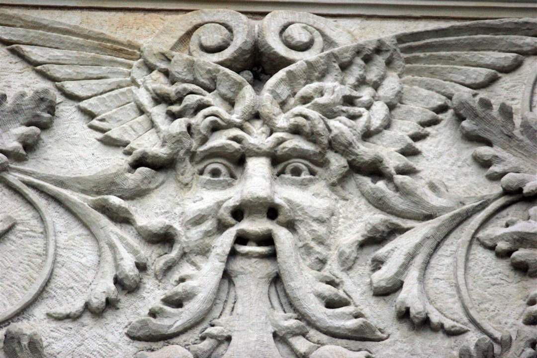 creepy-building-faces-1