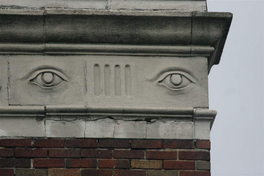 creepy-building-faces-15