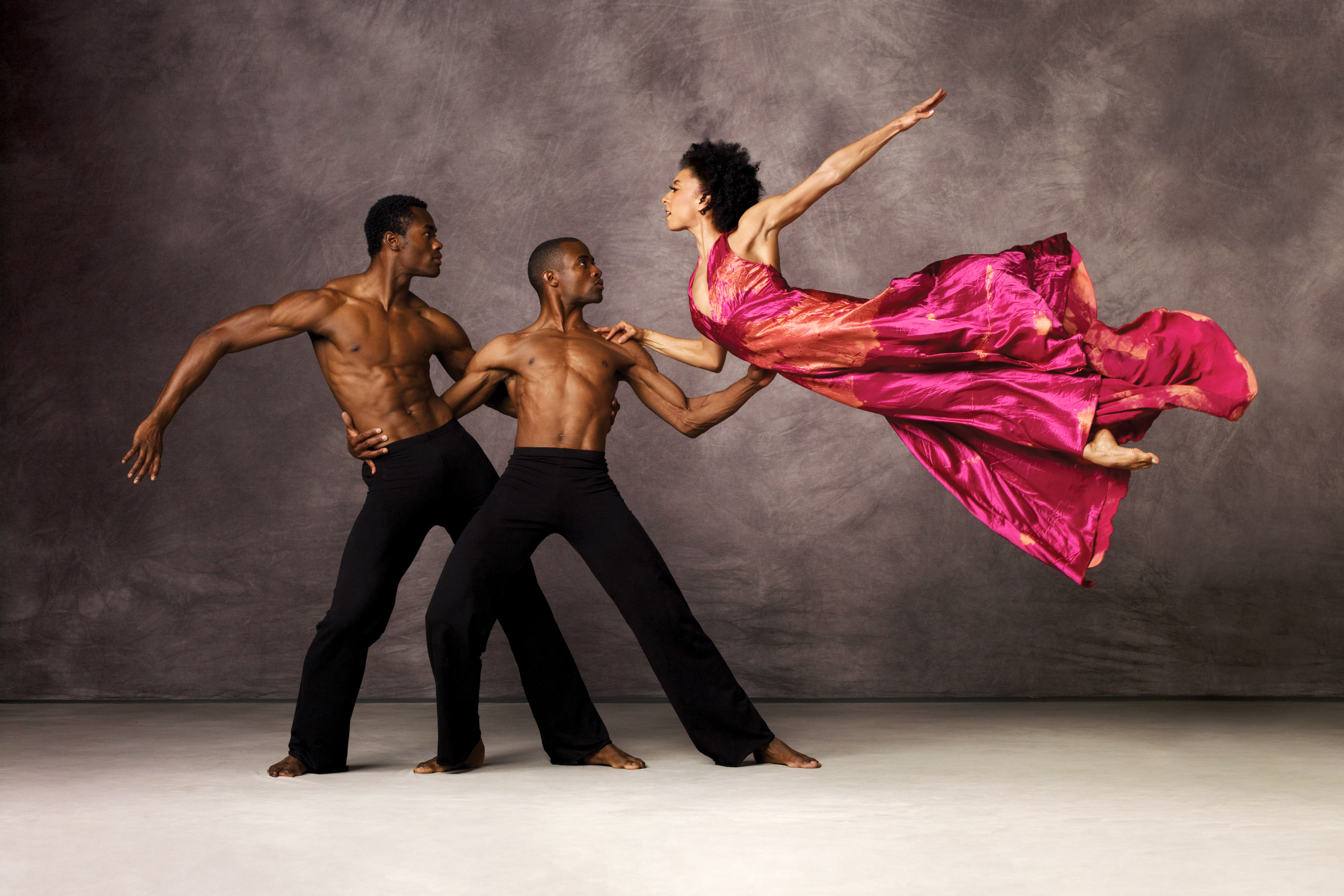 analyse the choreographic style of alvin Describe aspects of jiri kylian's choreographic style using movement examples from listed below and analyse how alvin ailey has 2008 hsc exam paper - dance.