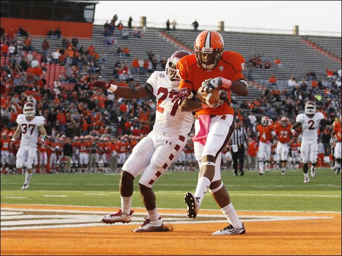 BG plays big against Owls   Bowling Green's Shaun Joplin makes a touchdown catch against Temple's Zamel Johnson in the fourth quarter to give BG the lead at Doyt Perry Stadium.