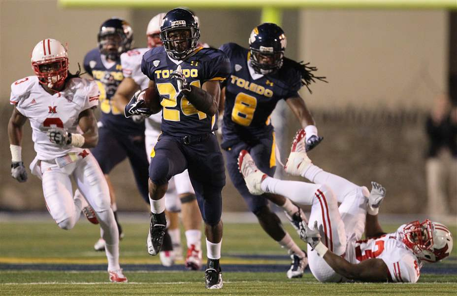 UT-running-back-Adonis-Thomas-breaks-away