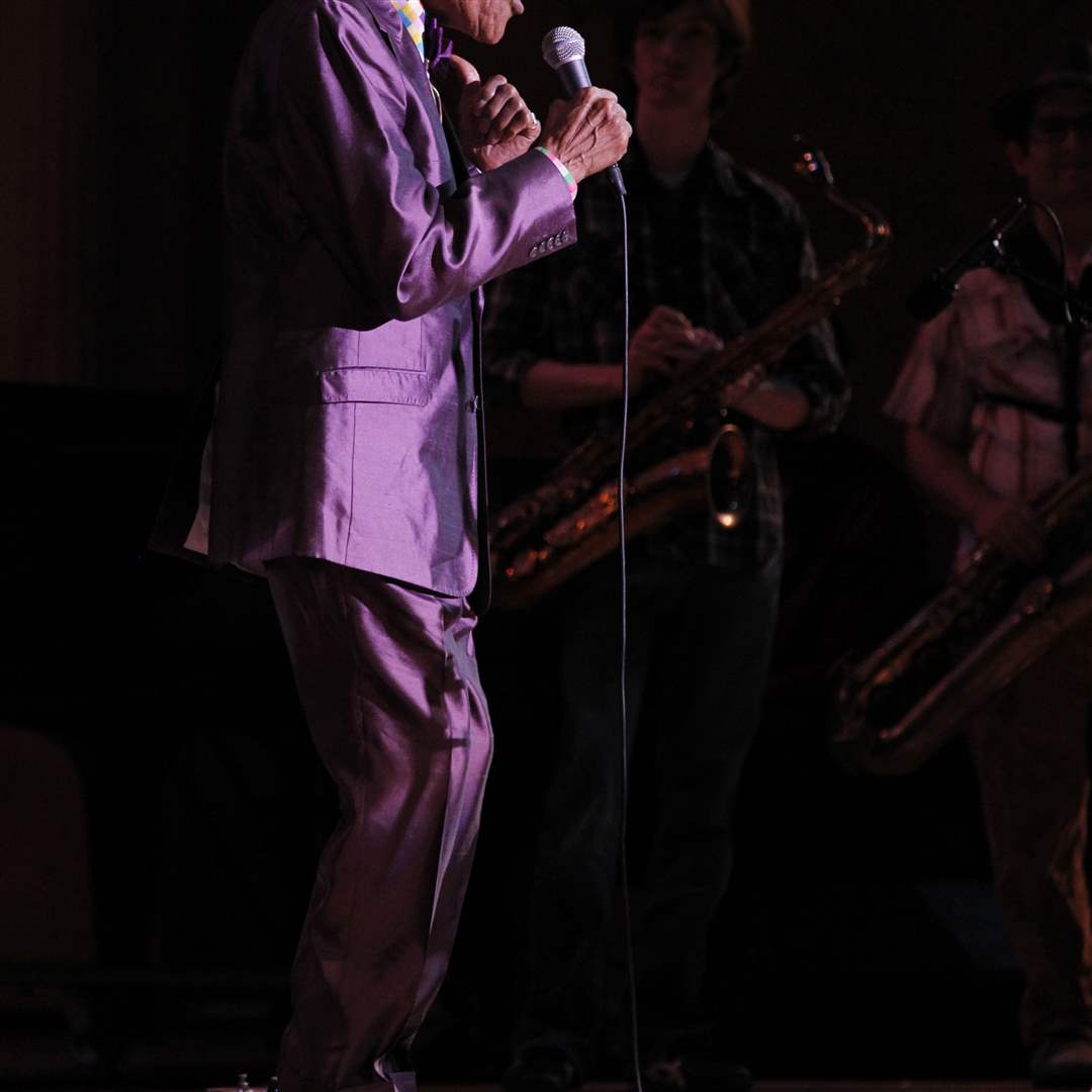 Legendary-jazz-vocalist-Jon-Hendricks-performs