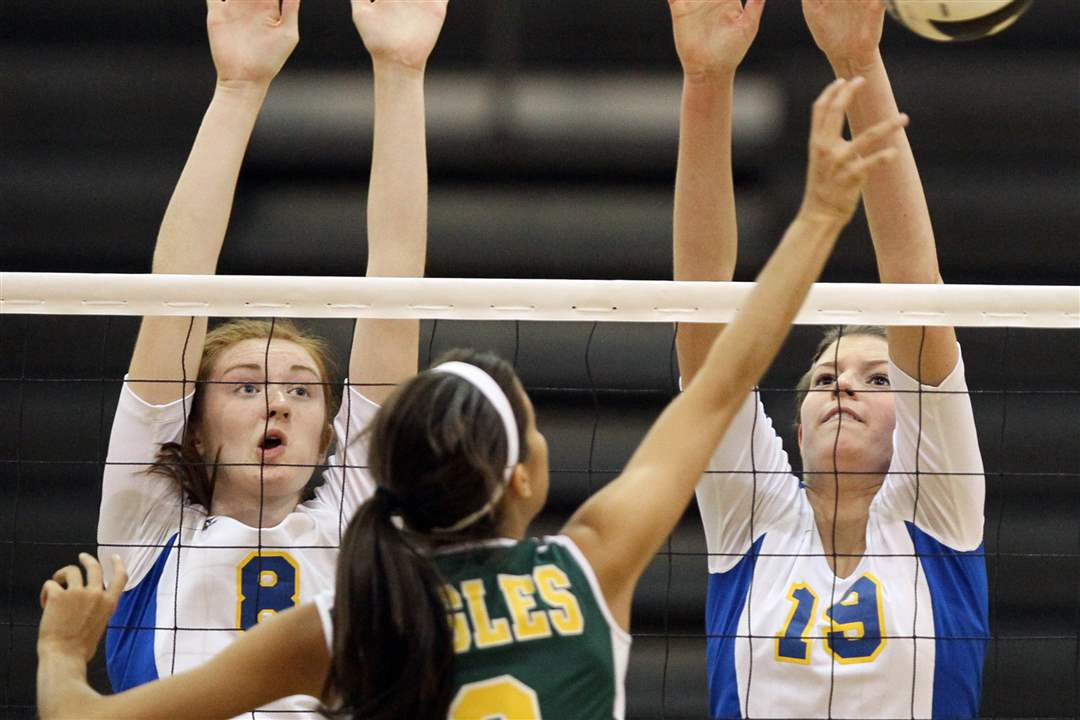 St-Ursula-s-Lauran-Graves-and-Maddie-Burnham-stretch-for-a-block