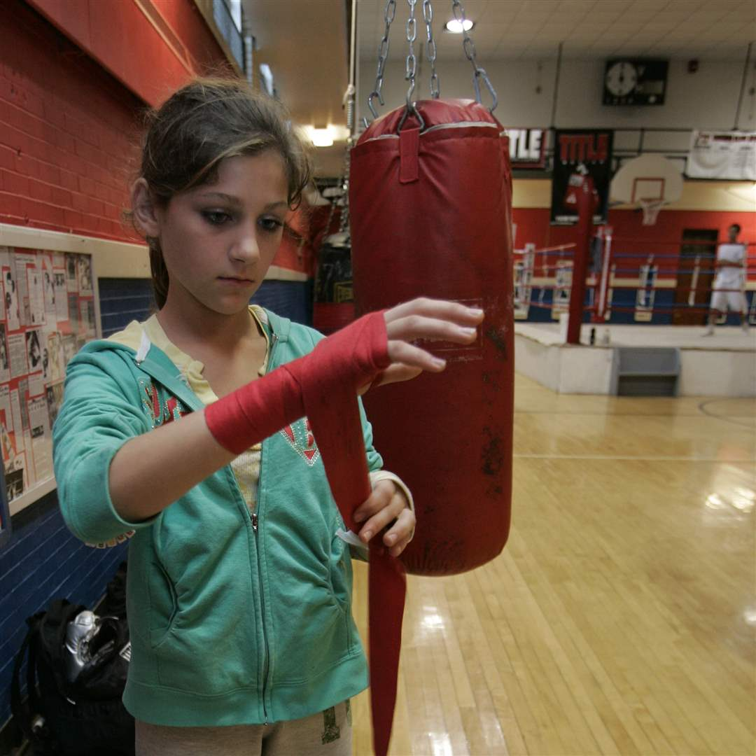 girl-boxer-Hailey-Eagle-hand-wrap