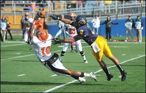 Bowling Green #19, Kamar Jorden vs. Kent #2, Josh Pleasant, second quarter.    Bowling Green's Kamar Jorden, 19, stretches for a catch, against Kent State's Josh Pleasant.