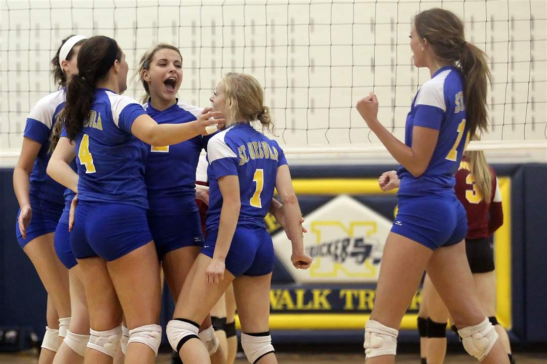 St-Ursula-volleyball-celebrates-win-over-Avon-Lake