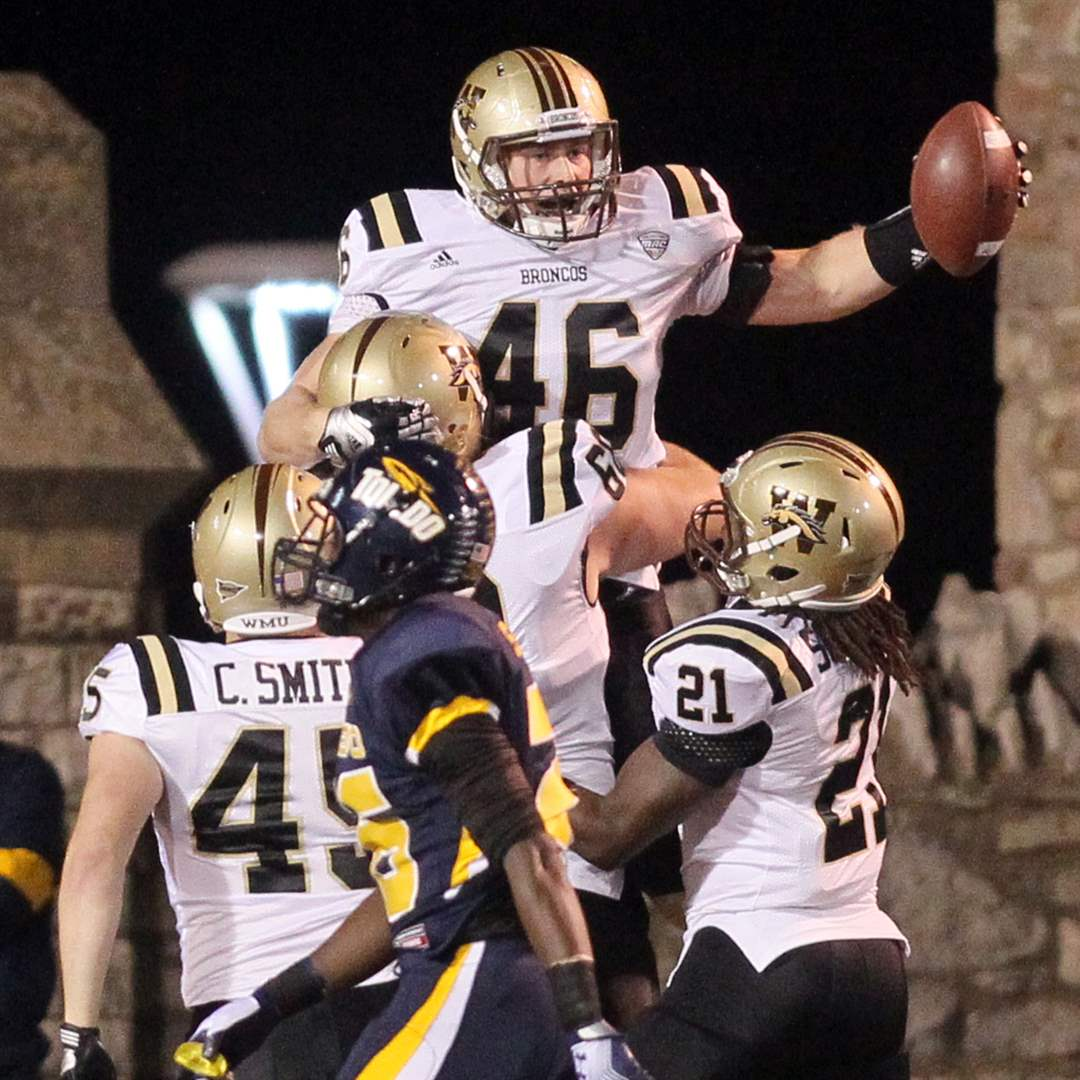 WMU-s-tight-end-Mussman-celebrates-a-TD