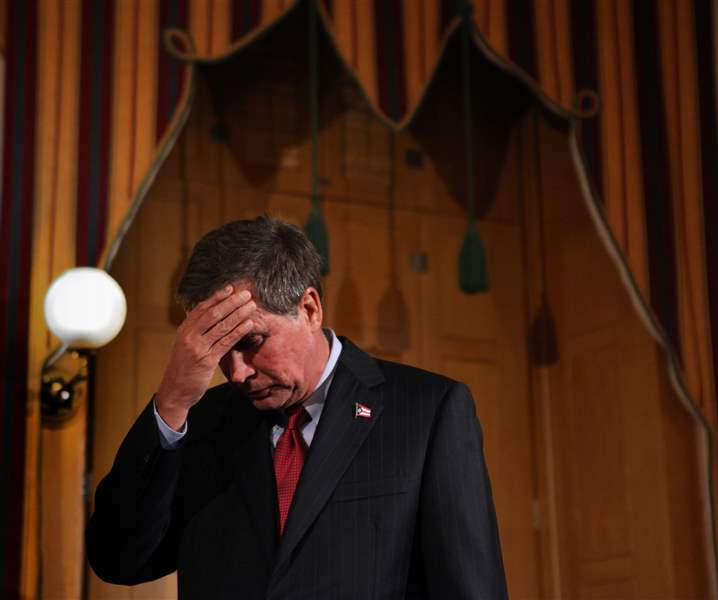 Ohio-Union-Fight-kasich-rubs-head
