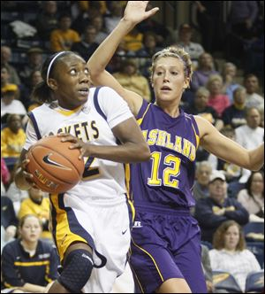 UT's Andola Dortch drives to the basket, passing AU #12, Alyssa Miller, on the way.