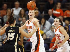 Bowling Green forward Danielle Havel (42) steals the ball from Purdue guard Courtney Moses (15).