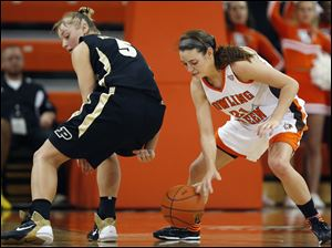 Bowling Green guard Chrissy Steffen (21) steals the ball from Purdue guard Brittany Rayburn (5).