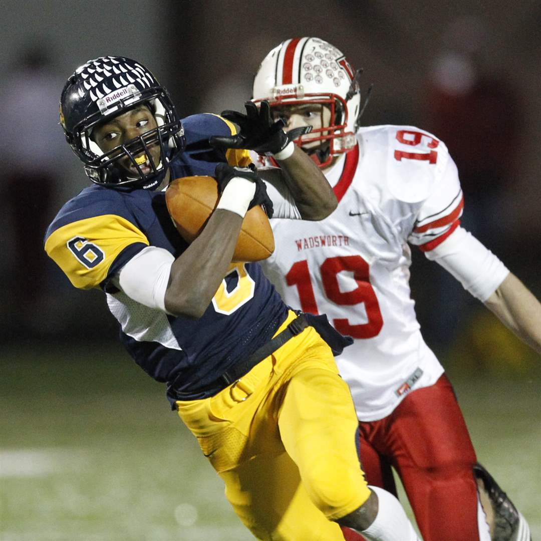 Whitmer-s-Alonzo-Lucas-6-hauls-in-a-pass-for-a-TD