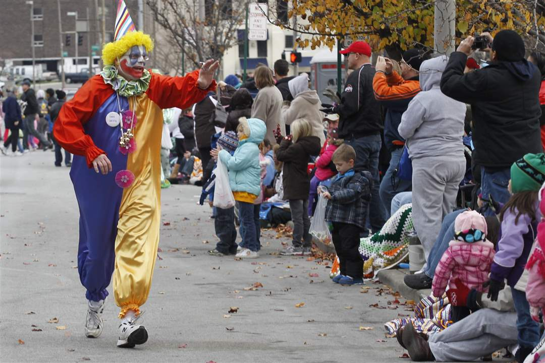 Distinguished-Clown-Corps-clown-Dan-Saevig-greets-onlookers