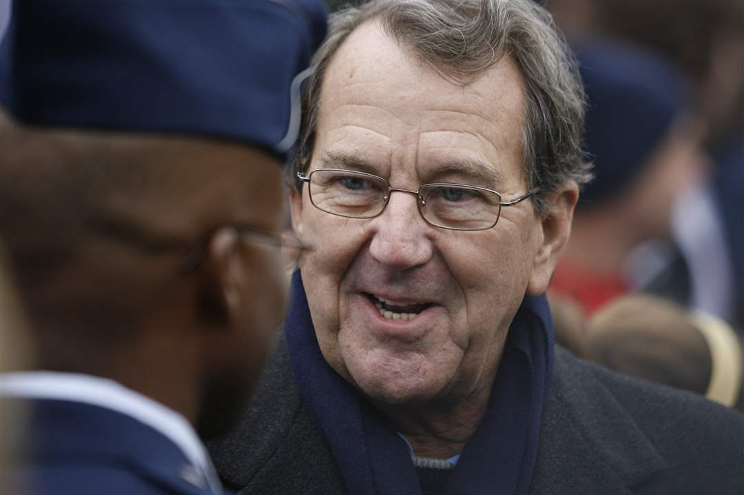 Former-UM-coach-Lloyd-Carr-speaks-with-a-military-service-member