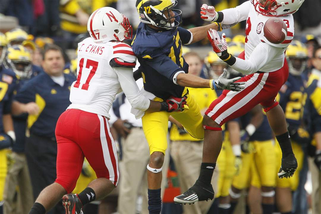Nebraska-Cornhuskers-Ciante-Evans-17-and-Daimon-Stafford-3-break-up-a-pass-intended-for-Roy-Roundtree